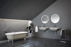 Agape, Ottocento bathtub and washbasins, Memory taps, mirror and accessories by Benedini Associati. #agapedesign Learn more on agapedesign.it