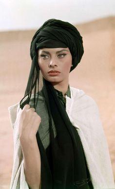 Sophia Loren- workin the turban. I wanna try this