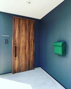 "Living_Design/soramado_oita on Instagram: ""玄関もイイ感じ。 4/20(sat)21(sun)は感性見学会。 突き抜けた家づくりをご体感ください。 唯一無二の家づくり/ソラマド #ソラマド大分 #玄関 #architecture #japanesearchitecture #soramado_oita #建築家…"" Entrance, Exterior, House Design, Room, Furniture, Home Decor, Bedroom, Entryway, Decoration Home"