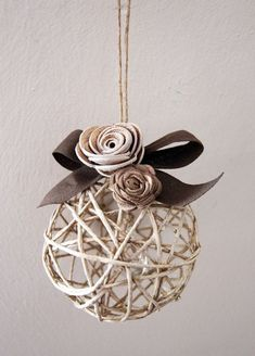 21 Amazing Shabby Chic Christmas Decoration Ideas – 37 super easy diy christmas crafts ideas for kidslaser cut ornament wooden christmas tree ideawhat do your christmas decorations say about you Diy Christmas Ornaments, Christmas Balls, Rustic Christmas, Handmade Christmas, Christmas Holidays, Christmas Rose, Christmas Pudding, Beautiful Christmas, Shabby Chic Christmas Decorations