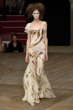 Alexander McQueen at Paris Fashion Week Spring 2007 - StyleBistro