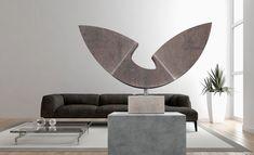 """""""liberty"""", Escultura fundida en bronce con pátina de color marrón. Montada sobre base de mármol travertino. · Proyecto original 60 x 30 x 140 cm · Base 15 x 7,5 x 15 cm · Escultura + base 60 x 40 x 15 cm"""
