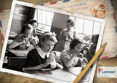 Questo #lunedì #LacteaseVintage vi propone una #foto del 1944: un gruppo di giovani studentesse inglesi trascorre la #pausa tra i banchi bevendo del buon #latte in bottiglia!