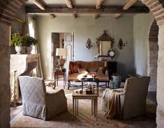 Modern Italian Farmhouse - Pictures of a Rustic Italian Style Home Rustic Italian Decor, Italian Farmhouse, Country Farmhouse, Rustic French, Vintage Farmhouse, Modern Farmhouse, Country Style Living Room, French Country House, Italian Style Home