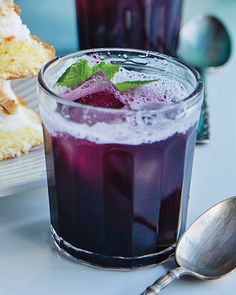 This Blueberry Crush Cocktail has Friday night happy hour written all over it. Party Drinks, Fun Drinks, Non Alcoholic Drinks, Beverages, Summer Cocktails, Cocktail Drinks, Cocktail Recipes, Drink Recipes, Cocktail Ideas