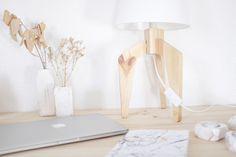 decoracion-mobiliario-madera-estilo-nordico-decapado-blanco-pipolart-pipol-art-soporte-lampara