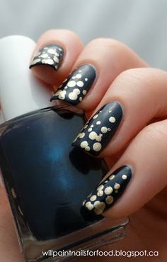"""Will Paint Nails for Food: Simple New Year's Eve """"Champagne Bubbles"""" Mani"""