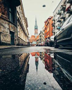 Kraków w odbiciu 🏰 ______________________________________________ foto: @sollyth #vzcokrakow #vscokrakow #yourvzcokrakow