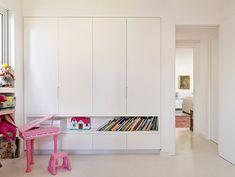 נישה לאחסון ספרים או משחקים בגובה נגיש לילד (צילום: יונתן בלום ובועז לביא)