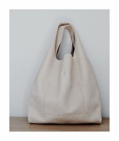 w h e a t the market bag entirely hand sewn with a linen thread made only by order Leather Craft, Leather Bag, Market Bag, Hand Sewn, Bespoke, Artisan, Sewing, Luxury, Taylormade