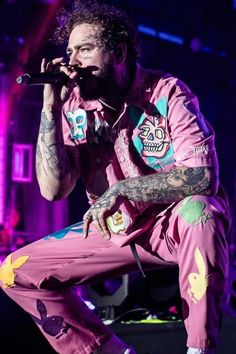 Post Malone wearing Stay Chill by Bill Farrelly Custom Outfit Post Malone Wallpaper, Post Malone Lyrics, Rolling Loud, Love Post, American Rappers, Lil Pump, American Music Awards, Lil Wayne, Air Max 270