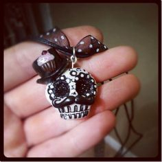 This is my absolutly favorite necklace from Sugar Skull Vintage. You can find all the work of this wonderful jewerly artist on her page: http://sugarskullvintage.com/