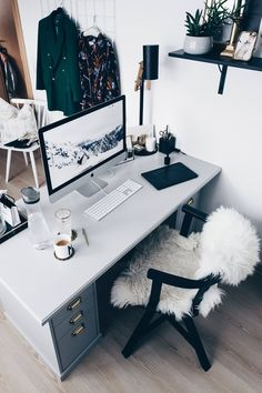 Home Office Layout Ideas Home Office Layouts, Home Office Setup, Home Office Chairs, Office Workspace, Home Office Design, Office Furniture, Home Interior Design, Office Ideas, Bureau Design