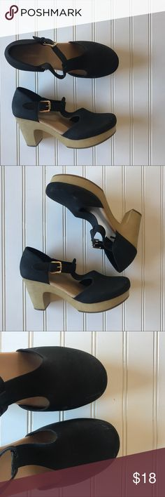 Old navy clogs, 9, black Super cute. Some scuffing on toes. Old Navy Shoes Mules & Clogs