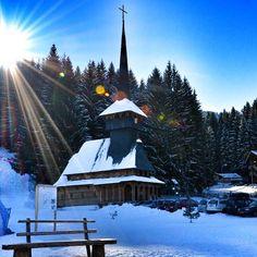 Высоко в небе сияло солнце, а горы зноем дышали в небо... #sky #sun #snow #winter #winterholidays #Romania #Brasov #privet #travel #privettravel