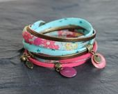 Bracelet manchette bronze deux tours tissu liberty, simili cuir et suédine rose : Bracelet par by-nat-creations
