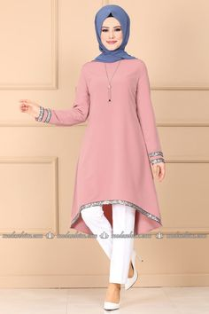 Payet Detaylı Tesettür Tunik PL883 Pudra - Moda Selvim Modest Fashion Hijab, Modern Hijab Fashion, Modesty Fashion, Batik Fashion, Islamic Fashion, Muslim Fashion, Stylish Dress Designs, Stylish Dresses, Simple Gown Design