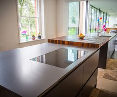 Induction hob on the island creates a sleek look which is easy to keep clean