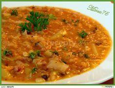 Kapustová polévka jako gulášová: Ve větším hrnci ( já vařila v 6-ti litr. na knedlíky) si rozehřejeme sádlo, přidáme najemno nakrájenou cibuli a restujeme do sklovata. Pak...