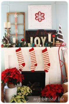 DIY - Christmas mantel decorating ideas and tutorials! Get amazing mantel ideas for your holiday decorating! And all these Christmas mantel ideas are easy! Diy Christmas Mantel Decorating, Christmas Fireplace, Christmas Mantels, Christmas Decorations, Decorating Ideas, Christmas Displays, Vintage Decorations, Decor Ideas, Diy Ideas