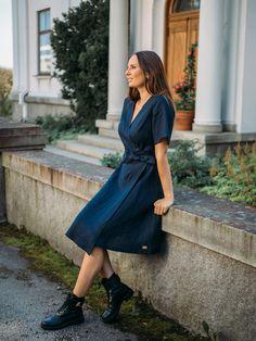 LINEN Wrap Dress -pellavamekko, tummansininen ja musta | PURA Finland Helmet, Wrap Dress, Shirt Dress, Finland, How To Make, Shirts, Dresses, Fashion, Moda