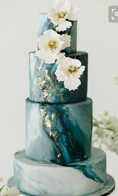 Marble Wedding Cakes for a Modern Bride.If you like a modern and elegant wedding decor then you will love these wedding cake decorated with marbleized fondant. Here's 11 marble wedding cakes that are perfect for a modern bride! Beautiful Wedding Cakes, Gorgeous Cakes, Pretty Cakes, Elegant Wedding, Dream Wedding, Trendy Wedding, Teal Wedding Cakes, Geode Wedding Cakes, Floral Wedding
