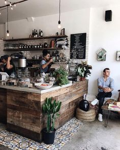 Comfort food and interior design; Here we tell you which are the five cafes in CDMX design you need to know this year. Cafe Shop Design, Coffee Shop Interior Design, Small Cafe Design, Restaurant Interior Design, Cozy Cafe Interior, Bistro Interior, Cozy Coffee Shop, Small Coffee Shop, Rustic Coffee Shop