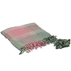 Pashmina cuadrille en tonos rosa y verde, detalle de borlas de hilo. Medida 100 x 100 cm.