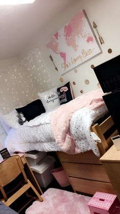 My cute dorm room at Lee U