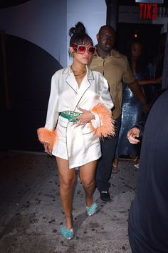 Meanwhile, Rihanna Matched Elle in Prada Feathers at the Met Gala Party Rihanna Mode, Rihanna Riri, Rihanna Style, Rihanna Baby, Rihanna Outfits, Looks Rihanna, Bad Gal, Style And Grace, Celebs