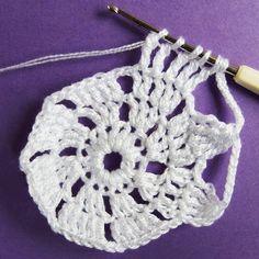 Vánoční dekorace: Návod na obháčkovanou kouli 7 Crochet Earrings, Mini, Blog, Jewelry, Jewels, Schmuck, Jewerly, Jewelery, Jewlery