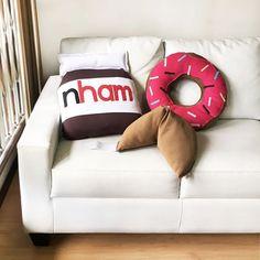Maneira número um de deixar sua casa mais Bocó: Enchendo de almofadas bocós  Disponíveis na loja online http://bit.ly/Almofadaaas #almofadas #soubocó #donuts #biscoitodasorte #nham #love #fun #pillows