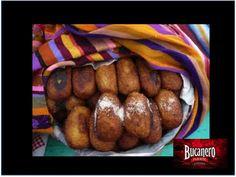 CERVEZA BUCANERO. ¿Sabes cómo es el platillo cubano llamado plátanos rellenos? Este platillo se produce al combinar la cocina española con las costumbres cubanas. Se elabora al hacer unas croquetas formadas de un puré de plátano macho y rellenarlo con picadillo o queso. www.cervezasdecuba.com