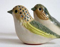 salt and pepper birds Ceramic Bird Bath, Ceramic Birds, Ceramic Animals, Clay Animals, Ceramic Clay, Clay Art Projects, Ceramics Projects, Pottery Sculpture, Bird Sculpture