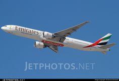 Photo of A6-ECZ Boeing 777-31HER by Dennis Schramm
