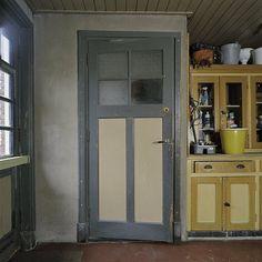 File:Interieur, paneeldeur van de W.C. met de orginele kleur, in de bergruimte aan de achterzijde van de pastorie - Wehe-den Hoorn - 2038649...