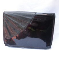 """Mod! Vintage Designer Margolm BLACK Patent Leather Fan Textured Clutch Purse DESIGNER: Margolm Marked SIZE:  7"""" x 9""""  Material:  Leather Condition: Great Vintage Condition  Additional belts are available if you are looking for a specific color or type that may be in inventory. Please contac... Vintage Handbags, Indie Brands, Clutch Purse, Black Patent Leather, Vintage Designs, Belts, Fan, Purses, Type"""