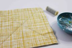How to Make a Rag Quilt From Start to Finish Rag Quilt Instructions, Flannel Rag Quilts, Denim Quilts, Rag Quilt Patterns, Quilt Border, Quilted Table Runners, Easy Quilts, Quilting Tutorials, Quilt Making