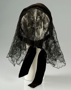 Evening hat (winter 1938-39): hat made of silk with a ribbon on the back.