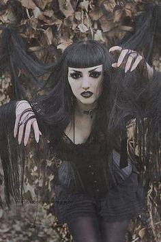 gothic | Obsidian Kerttu