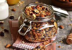 Convenience foods can come from your own kitchen. Drop processed, store-bought options, and try these quick meals, freezable snacks, and other healthful snack food recipes. 200 Calories, Baked Granola Recipe, Smoothie Shop, Bagel Shop, Real Food Recipes, Healthy Recipes, Vegetable Smoothies, Health Snacks, Convenience Food