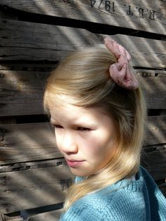 Mantelinan rusettisolki - Hair clip with bow, made by Mantelina