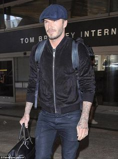 David Beckham Spotted in Saint Laurent Suede Bomber Jacket image David Beckham Suede Bomber Estilo David Beckham, David Beckham Style, Tom Hardy, Pep Guardiola Style, Jacket Images, Gents Fashion, Outfits With Hats, Casual Outfits, Sexy Men