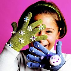 Snowflake Gloves for Kids: Great idea for turning inexpensive gloves into something special