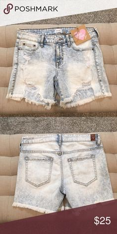 Light Wash Distressed Denim Shorts New with tags. Size Small. 75% Cotton, 24% Polyester 1% Spandex. Perfect distressing and fringe where shorts are cut off👌🏼 Small can wear them Boyfriend style and a Medium can wear them a bit more snug. Has stretch😊🌹 Sneak Peek Shorts Jean Shorts