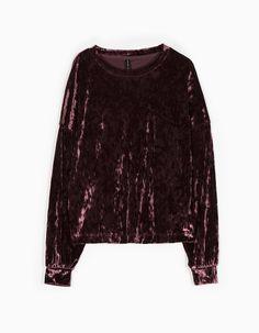 http://www.stradivarius.com/it/nuovo/abbigliamento/maglietta-velluto-manica-pipistrello-c1390562p300055001.html?categoryNav=1390562