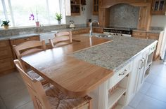 Images From a Recent Natural Pippy Oak & Painted Ivory Mixed Kitchen Near Mallow In Co. Cork. Our Business Depends On Referrals From Previous Customers So We Always Pay Attention To Every Detail.