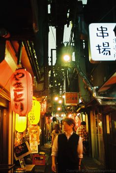 Omoide Yokocho (思い出横町)in Shinjuku (新宿) is a narrow lane crammed with lots of yakitori stalls.