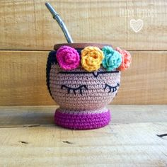 A crochet coffee cozy Crochet Coffee Cozy, Crochet Cozy, Crochet Bear, Crochet Gifts, Cute Crochet, Crochet Dolls, Crochet Projects, Diy And Crafts, Craft Ideas
