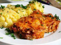 Krkovičku naklepeme a po obou stranách opepříme, NESOLÍME!!!! Dáme do NEVYMAZANÉHO !!!! pekáčku. Cibuli nakrájíme na půlkolečka a pěkně hustě s... No Salt Recipes, Pork Recipes, Snack Recipes, Cooking Recipes, Slovak Recipes, Czech Recipes, Ethnic Recipes, Modern Food, Food 52